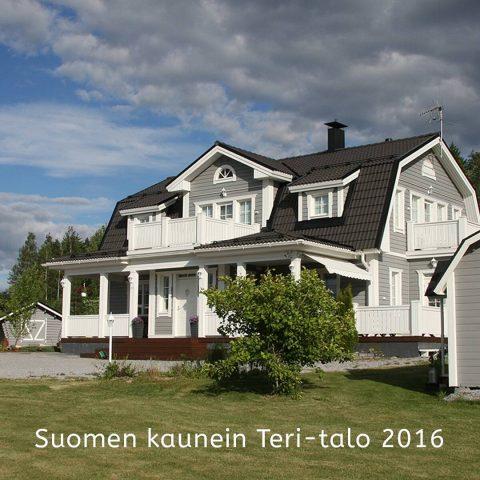 Kesäkilpailumme on päättynyt ja te äänestitte Suomen kauneimmaksi Teri-taloksi kilpailijan nimeltä Mansardiunelma Maalla! Tämä 192 m² talo edustaa Teri-talojen Matilda-mallia.  Vår sommartävling är nu avslutad och ni har röstat fram huset Mansarddröm på Landsbygden till Finlands vackraste Teri-hus! Detta 192 m² hus representerar Matildamodellen. #teritalot #terihus