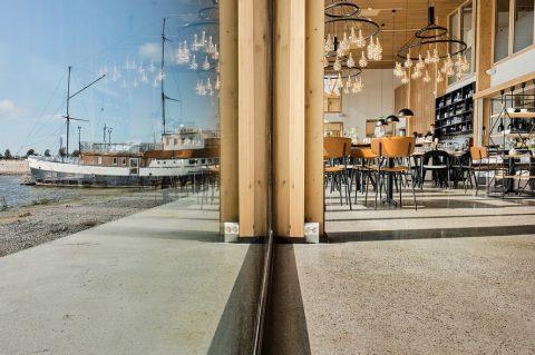 Kalastuksen talo – Vaasalaisten olohuone merinäköalalla. Lue esittely sivuiltamme!✨ // Fiskets hus – Vasa fick vardagsrum med havsutsikt. Kolla presentationen på vår webbplats!✨ . Kuvat/foto: @linuslindholm . #teritalot #terihus #kalastuksentalo #fisketshus #byggtjänsthestorlund #vasa #vaasa #architecture #inspiration #restauranthejm #fiskdiskenvasa