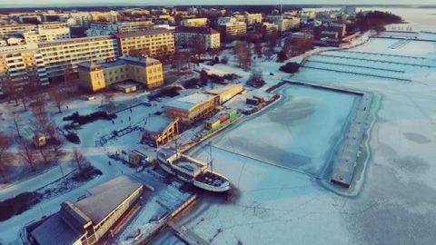 Kalastuksen talo Vaasassa 3/3. / Fiskets hus i Vasa 3/3. ❄️ Repost: @airkorsman  #teritalot #terihus #kalastuksentalo #fisketshus