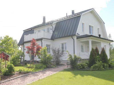 Klassiskt Mansardhem på Landsbygden - Teri-Hus