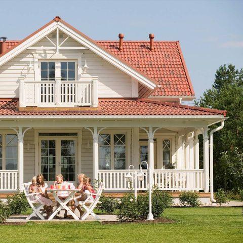 Uusi talo tuntuu heti alusta asti omalta kodilta, kun sekä ulkonäköön että ominaisuuksiin on saanut itse vaikuttaa. / Ett nytt hus känns som ett hem då man själv har fått välja alla detaljer. #teritalot #terihus #rakentaminen #omakotitalo #egnahemshus