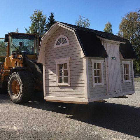 """""""Pieni talo"""" matkalla Norjaan / Ett """"litet hus"""" på väg till Norge  #teritalot #terihus #leikkimökki #lekstuga"""