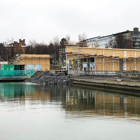 Kalastuksen Talo Vaasassa nyt 2/3 asennettuna /  Fiskets Hus i Vasa nu 2/3 monterat  #teritalot #terihus #kalastuksentalo #fisketshus