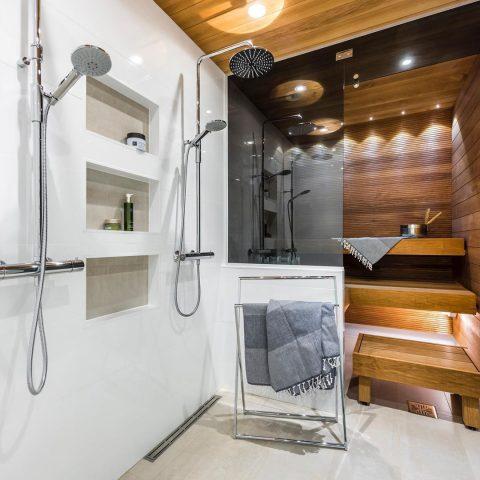 Sauna on monen suomalaisen kodin sydän, jossa valaistus on tärkeässä roolissa tunnelman luojana. ❤️ Hyvää viikonloppua!  Många finländare håller bastun som hemmets hjärta. Mysbelysningen är viktig för att skapa rätt stämning i rummet. ❤️ Trevlig helg!  #teritalot #terihus