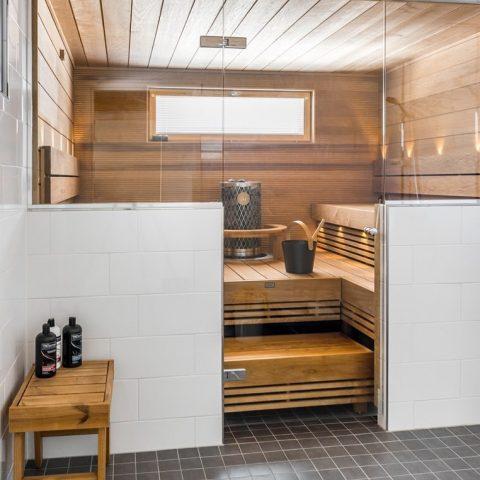 Suomen kesä ja sauna. Onko parempaa yhdistelmää? Hyvää viikonloppua! 🌿  Finländsk sommar och bastu. En oslagbar kombination? Trevlig helg!🌿 #teritalot #terihus