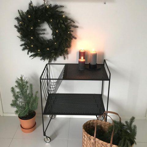 Virallinen pikkujouluviikonloppu on alkamaisillaan ja luntakin on vihdoin maassa, ainakin täällä Pohjanmaalla. Iloista ja ihanaa pikkujoulun viettoa kaikille! ✨  Lillajulhelgen står i startgroparna och snön har äntligen kommit, åtminstone här i Österbotten. Trevlig lilla jul firande till er alla! ✨  #teritalot #terihus